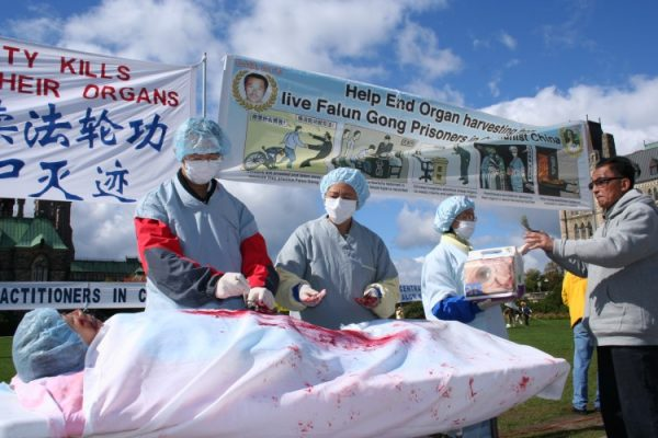 A simulation of organ harvesting from Falun Gong practitioners in China is enacted during a rally in Ottawa, Canada, on Sept. 26, 2006. (The Epoch Times)