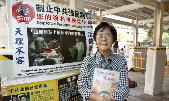 Ninth Anniversary of 'Nine Commentaries' Finds Mainlanders Busy Quitting the Party