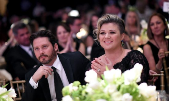 Kelly Clarkson Says She Spanks Her Kids, Then Gets Backlash