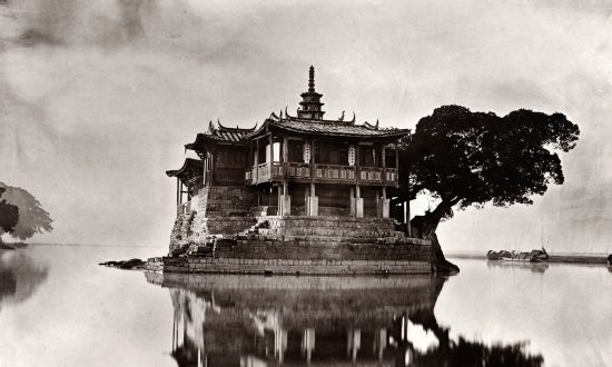 Glimpses of a Lost World Through Early Chinese Photography