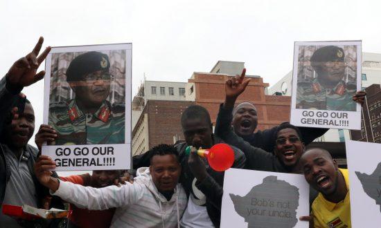 Ecstatic Zimbabweans Flood Harare to Celebrate Expected Mugabe Downfall
