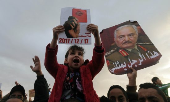 Thousands Rally in Support of East Libya's Commander