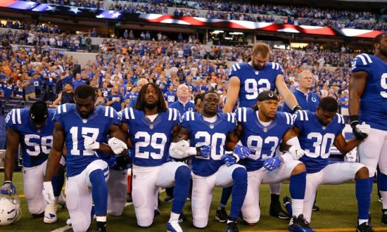 Lawmaker Wants Indianapolis Colts to Refund Fans Angry Over Players Kneeling During Anthem