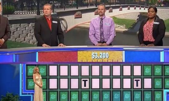 'Wheel of Fortune' Guest Baffles Host, Audience With Letter Choices