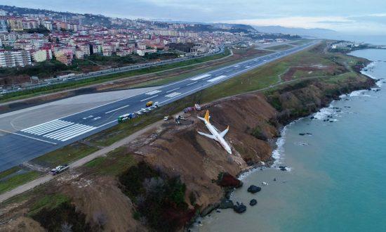 Plane Skids Off Turkish Runway on Black Sea Coast, Passengers Unhurt