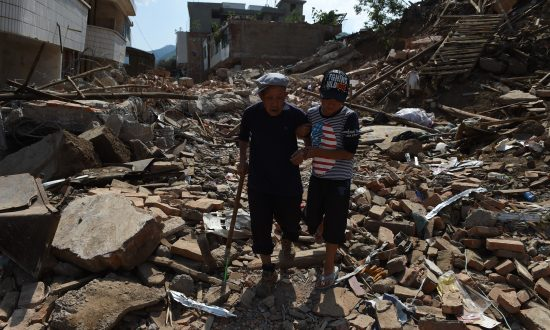Yunnan Earthquake Victims Clash With Police to Seek Relief