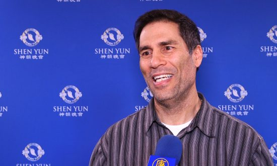 System Analyst Finds Shen Yun Awesome, Excellent, Superb