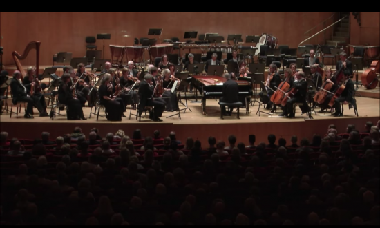 Famous pianist just started playing—but when a phone rings in the audience—he's forced to do this