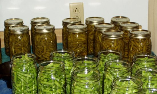 Couple Left Paralyzed For Months After Eating Home-Canned Green Beans