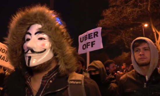 'Uber Off' – Taxi Drivers Protest Uber's Return to Barcelona