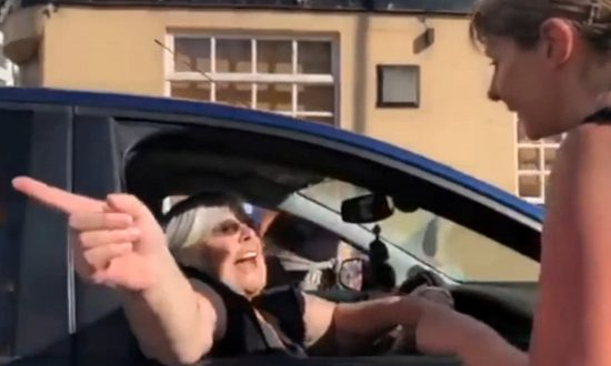 Hilarious Moment a Frustrated Woman Drives Into a Half Marathon