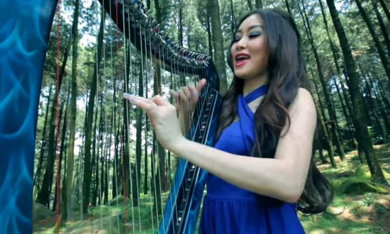 Singer sets new standard for covers when she sings 'A Thousand Years' with just a harp